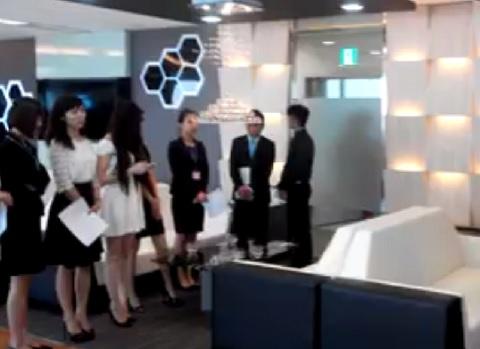 Các nhân viên có mặt tại trụ sở Công ty Khải Thái ở tòa nhà Lotte