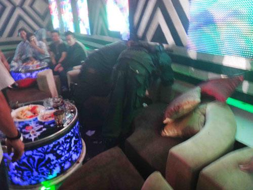 Hàng trăm cảnh sát kiểm tra vũ trường Diamond Club