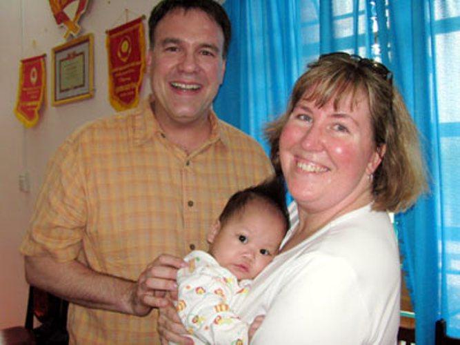 Việt - Mỹ sẽ nối lại chương trình cho - nhận con nuôi