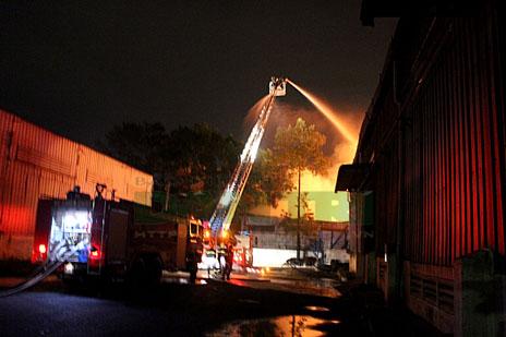 cháy kho xưởng