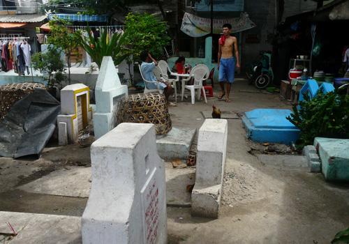 xóm nghĩa địa