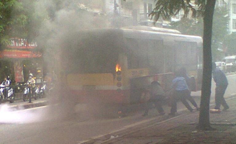 cháy xe buýt
