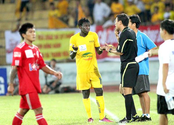 Liên tục xuất hiện sự cố trọng tài tại V-League 2013