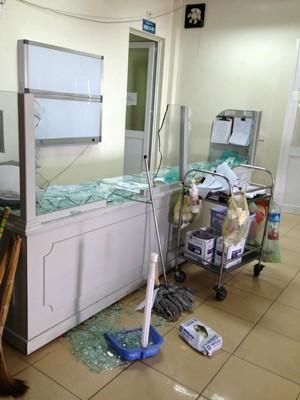 Bệnh nhân sốc thuốc tử vong, người nhà vây đánh bác sĩ