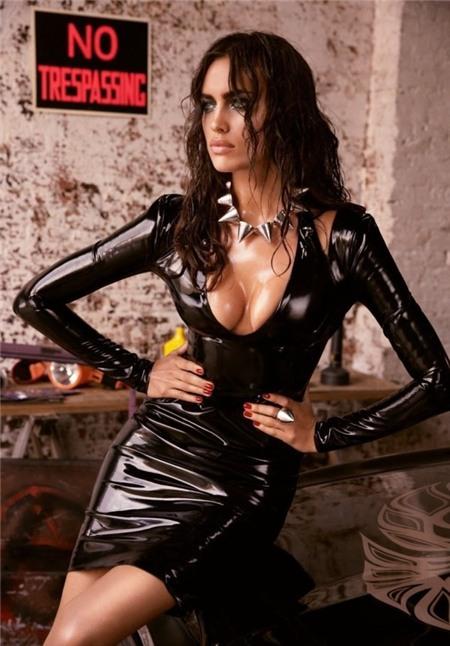 Bỏng mắt với loạt ảnh chèn ép ngực đầy khêu gợi của Irina Shayk 1