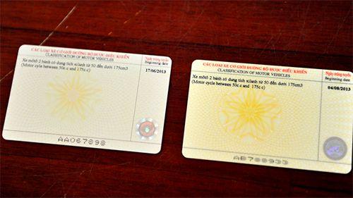 Phát hiện giấy phép lái xe thẻ nhựa bị làm giả