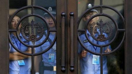 An ninh được thắt chặt tại tòa án ở Tế Nam, nơi diễn ra phiên xét xử Bạc Hy Lai.