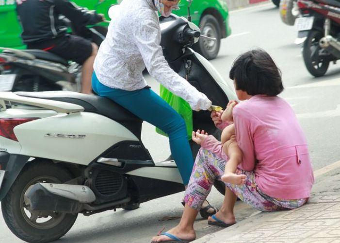 trẻ ăn xin