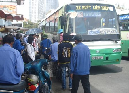 Trang bị wifi cho xe buýt ở TP.HCM