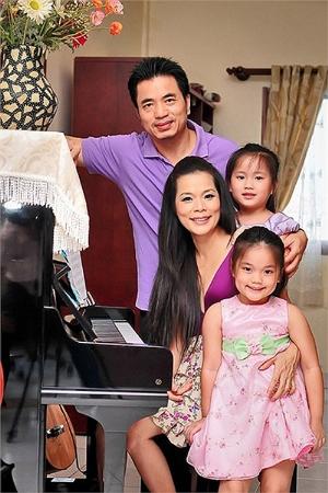 Mỹ Lệ hạnh phúc bên chồng và hai con gái Misu – Misa