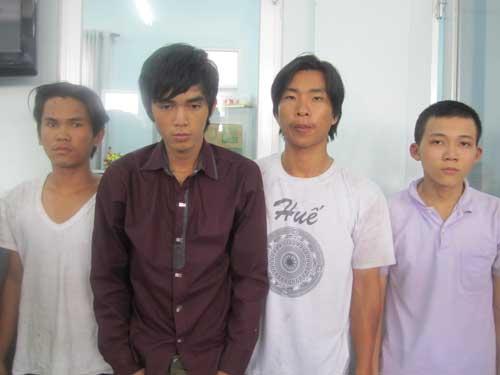 4 tên cướp từ trái sang phải lần lượt gồm Sơn, Trúc, Luông, Phương