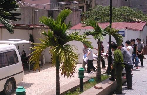 Bàn giao thi thể tử tù Nguyễn Anh Tuấn sau khi thi hành án bằng hình thức tiêm thuốc độc ngày 6/8 tại Hà Nội.