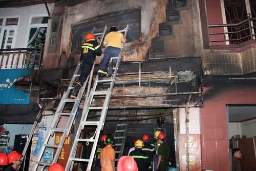 Hiện trường vụ cháy làm 5 người thiêt mạng - Ảnh: Lê Lâm