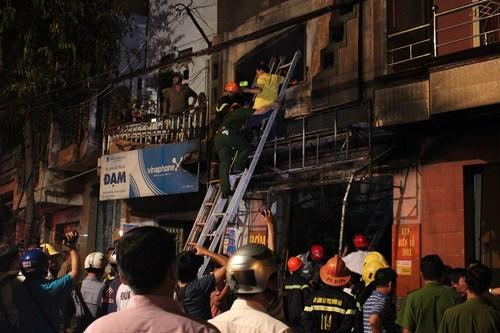 Hiện trường vụ cháy làm 5 người thiêt mạng - Ảnh: Lê Lâm 5