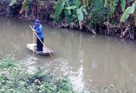 Te kích điện bắt cá – cảnh thường thấy ở các vùng nông thôn.