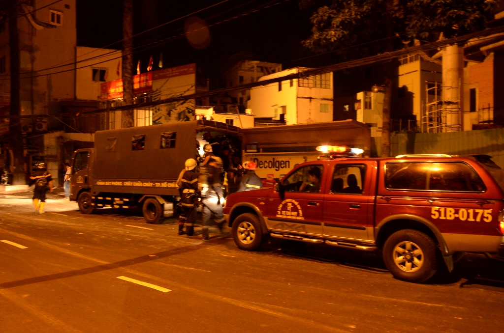 Lực lượng Cảnh sát PCCC quận 11 có mặt tại hiện trường
