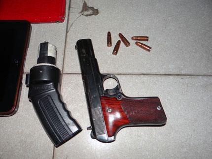 Bắt nhóm giang hồ đất Cảng dùng súng cướp giật