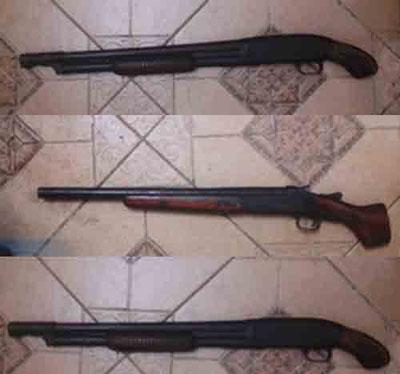 Ba khẩu súng bắn đạn ghép mà hai nhóm sử dụng.
