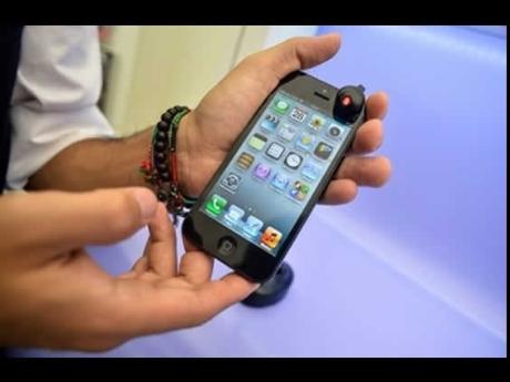 Phần thưởng cho người có của quý nhỏ nhất là một chiếc iPhone
