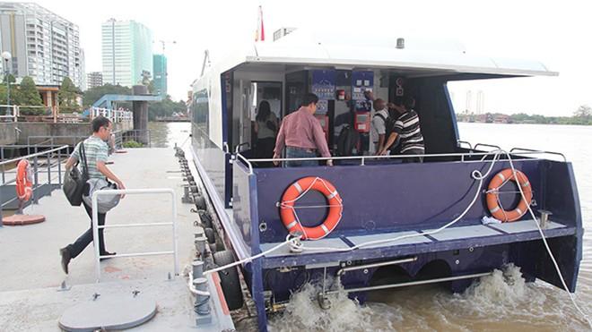 Theo ông Hải, những chiếc tàu được đưa vào sử dụng trong thời gian tới là tàu đóng mới trong nước, máy móc nhập từ nước ngoài. Kinh phí đóng mới 1 tàu khoảng hơn 1 triệu USD.  Ông Hải cho biết thêm: