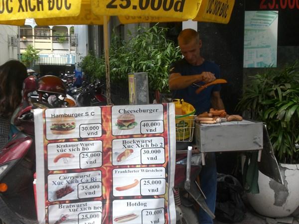 Sự thật xúc xích Đức trên hè phố Sài Gòn - Ảnh 1