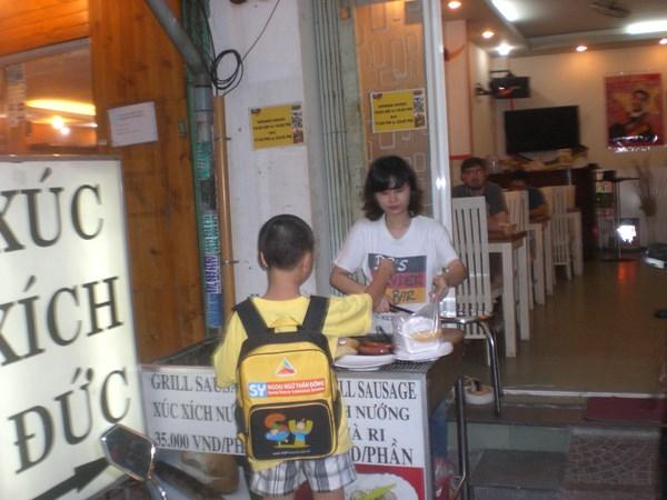 Sự thật xúc xích Đức trên hè phố Sài Gòn - Ảnh 3