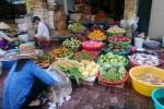 Cận Tết, thực phẩm đua nhau giảm giá