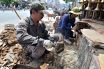 Dân Sài Gòn tự tháo dỡ phần lấn vỉa hè