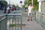 Vỉa hè Sài Gòn lắp rào sắt chặn hàng rong, người đi bộ thoải mái