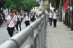 Vỉa hè Sài Gòn lắp rào sắt: Hàng rong biến mất, người đi bộ ung dung