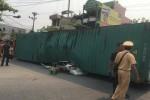 Xe container bị lật, đè bẹp ôtô con khiến 2 người chết thảm