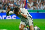 C.Ronaldo cáu tiết sau khi chứng kiến Messi ghi bàn