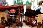 """""""Bình dân hóa"""" - Highlands trở thành chuỗi cà phê """"bá chủ"""" ở Việt Nam, khiến Starbucks và Trung Nguyên cũng phải """"hít khói"""""""