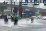 Mưa trắng trời, cửa ngõ Sài Gòn chìm trong biển nước