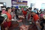 Người dân chen chân 'giải cứu' thịt heo ở Cần Thơ