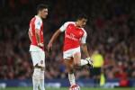 Ozil rủ rê Sanchez tiếp tục ở lại Arsenal