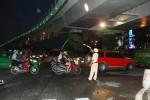 """""""Giải cứu"""" cửa ngõ sân bay Tân Sơn Nhất: Thử cho xe chạy dưới dạ cầu vượt"""