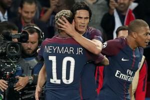 """Cavani không chấp Neymar, gọi PSG là """"gia đình"""""""