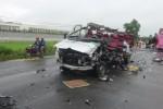 Hai xe khách tông nhau, 6 người chết, nhiều người nguy kịch