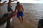 Những người lặn 50-60 mét dưới đáy sông bật mí chuyện vớt ghe tàu lật mưu sinh