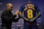 """Barcelona ký hợp đồng """"trọn đời"""" với Iniesta"""