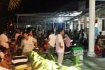 Dân vây nhóm người bán hàng do phường giới thiệu