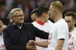 Lewandowski tỏa sáng giúp Ba Lan giành vé dự World Cup 2018