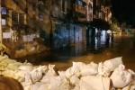Hà Nam: Dân kéo nhau đi canh mức nước, đổ xô mua lương thực tích trữ