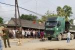 Xe tải 'nuốt chửng' xe máy trên quốc lộ, một người chết thảm