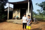 Vụ cậu bé sống 700 đêm cô quạnh giữa mộ bia: Mẹ của Lộc đã về!