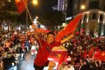 Sao hủy show, sân khấu trả vé để xem U23 Việt Nam đá chung kết
