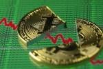 Áp lực bán tháo ngày càng mạnh, Bitcoin thủng mốc 7.000 USD