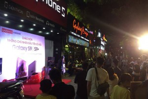 Người dùng Việt hào hứng nhận Galaxy S9 từ 0h đêm