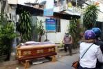 Khai quật thi thể một phụ nữ được chôn dưới nền nhà